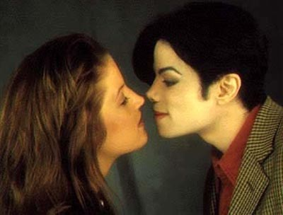 http://enterjaimentnews.files.wordpress.com/2010/05/lisa-marie-presley-and-michael-jackson.jpg