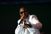 Johnny Gill Performance